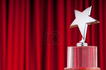 Photo pour Prix Star sur fond de rideau - image libre de droit