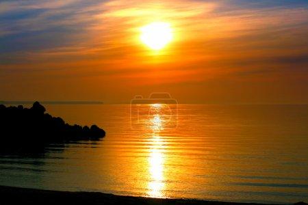 Photo pour Vue sur la mer calme du soir - image libre de droit