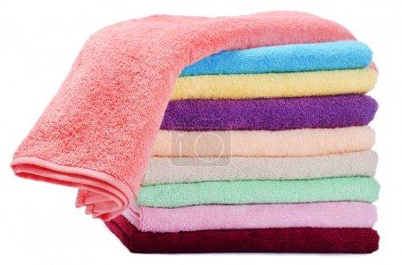 Photo pour Les serviettes de couleur combinées isolées sur blanc - image libre de droit