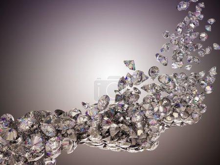 Photo pour Écoulement de gros diamants sur fond clair studio - image libre de droit