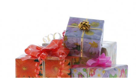 Photo pour Boîtes à cadeaux. Il est isolé sur fond blanc - image libre de droit