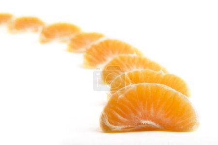 Photo pour Une rangée de tranches de Noël orange - image libre de droit
