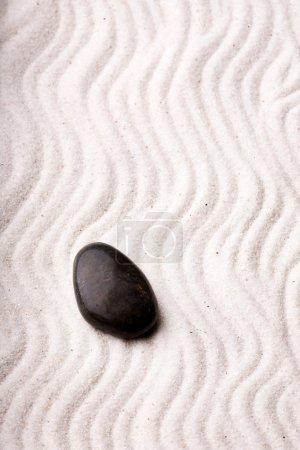 Photo pour Un fond oriental rocaille avec des pierres et de sable - image libre de droit
