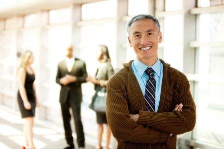 Photo pour Un homme d'affaires avec un grand sourire - image libre de droit