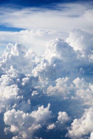Foto de Un fondo dramático cloudscape con cúmulos - Imagen libre de derechos