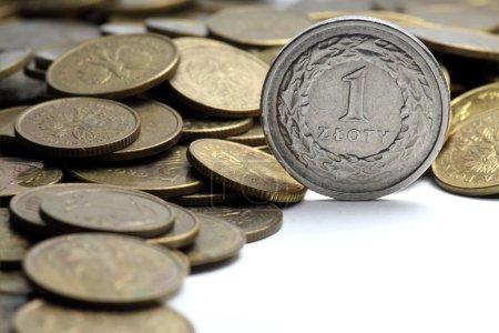 Photo pour Monnaie polonaise sur fond blanc - image libre de droit