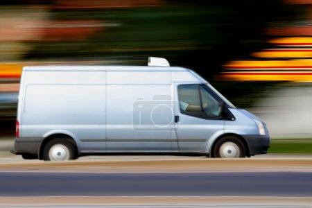 Photo pour Flou rapide van bleu avec blanc blanc blanc pour votre texte - image libre de droit