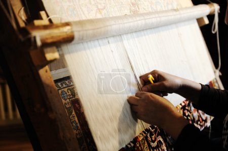 Handmaking carpet