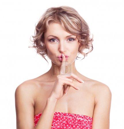 """Photo pour Belle jeune femme avec son doigt près de ses lèvres (signe d """"être tranquille... ) - image libre de droit"""