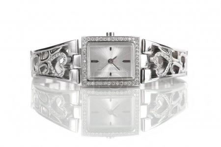 Photo pour Montre femme argent avec diamants, isolé sur blanc - image libre de droit