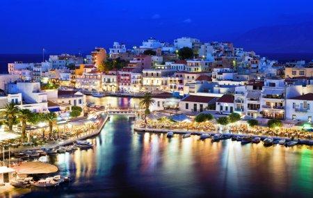 Photo pour Agios Nikolaos.Agios Nikolaos est une ville pittoresque dans la partie orientale de l'île de Crète construite sur le côté nord-ouest de la baie paisible de Mirabello . - image libre de droit