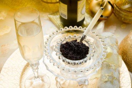 Caviar and champagne.-caviale e champagne