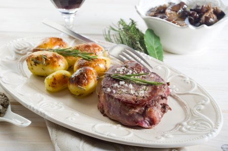 Grilled tenderloin with potatoes