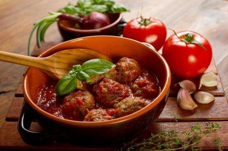 Photo pour Boulettes de viande avec sauce de tomates - image libre de droit