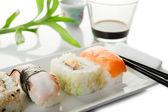 Sushi na bílém pozadí