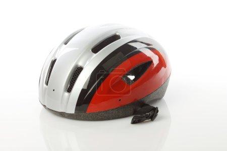 Photo pour Gros plan du casque de vélo sur fond blanc - image libre de droit
