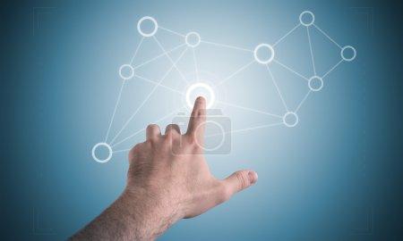 Photo pour Homme main et écran tactile affichage avec des hommes élastiques - image libre de droit