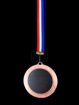 Photo pour La médaille s'est tournée vers le côté obscur isolé sur un fond noir  ... - image libre de droit