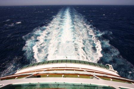 Foto de Vela, trasera cubierta de un crucero con vista - Imagen libre de derechos