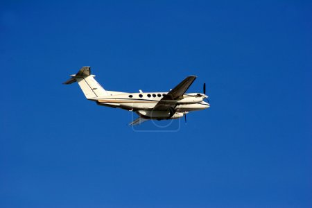 Cessna twin engine before landing...