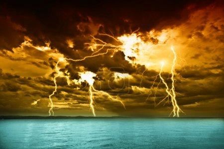 Foto de Tormenta sobre el lago balaton - Imagen libre de derechos