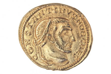 Photo pour Pièce d'or de l'empereur romain Constantin i, 306-337 annonces. - image libre de droit