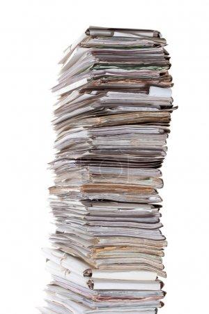 Photo pour Énorme pile de papiers isolé sur blanc - image libre de droit