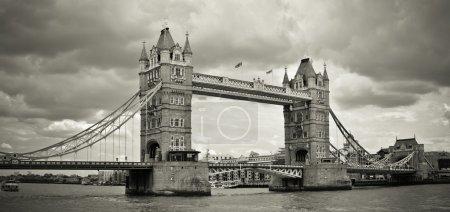 Foto de Panorama del tower bridge, Londres, Reino Unido. tonificada sepia. - Imagen libre de derechos