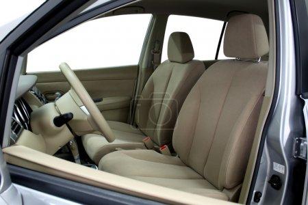Photo pour Sièges avant d'une voiture moderne, cuir clair. - image libre de droit