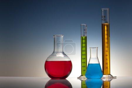 Photo pour Verre en laboratoire de chimie - image libre de droit