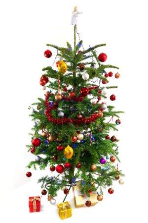 Photo pour Arbre de Noël décoré isolé sur blanc - image libre de droit
