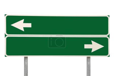 Kreuzung Verkehrszeichen, zwei Pfeilgrün isolierte Beschilderung am Straßenrand leer