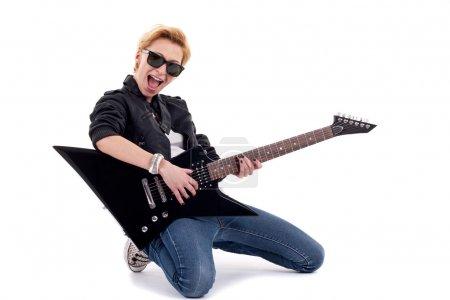 Photo pour Rockstar, jouer de la guitare électrique isolée en blanc - image libre de droit