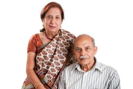 Photo pour Un couple de personnes âgées indienne / asiatique - isolé sur blanc - image libre de droit