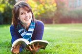 Smíšené rasy vysokoškolský student studium