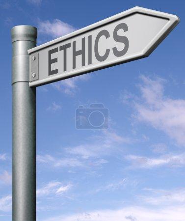Photo pour Route d'éthique signer la flèche indiquant la façon de choisir entre bons et mauvais ou mal avec un tracé de détourage - image libre de droit