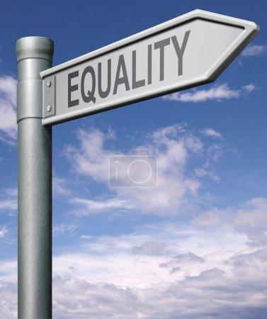Photo pour Égalité signalisation indiquant la voie à l'égalité des droits et des chances pas de discrimination mais solidarité noir et blanc capable et handicapé homme et femmes, flèche - image libre de droit