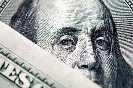 Photo pour Gros plan d'un billet d'un dollar hundre - image libre de droit