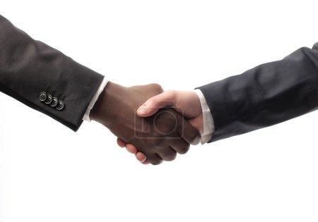 Photo pour Hommes d'affaires blancs et africains se serrant la main - image libre de droit