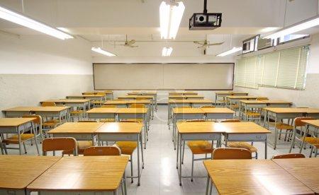 Foto de Aula vacía grande en la escuela - Imagen libre de derechos