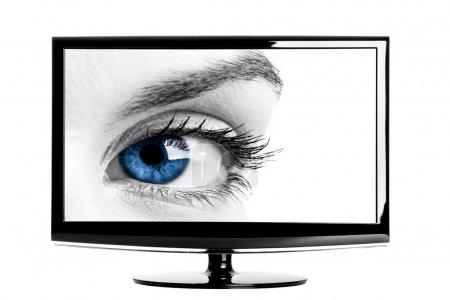 Photo pour TV HD moderne montrant un bel oeil bleu femelle . - image libre de droit