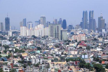 Photo pour Densley peuplé ensembles de logements surpeuplés condominium grande hauteur ad quartiers commerciaux dans ortigas et makati manila les philippines - image libre de droit