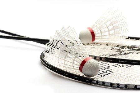Photo pour Jeu de badminton sur fond blanc - image libre de droit
