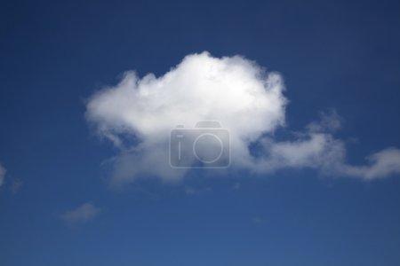 Photo pour Un seul nuage - image libre de droit