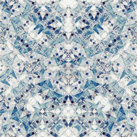 Photo pour Mosaïque bleue - fond grunge et granuleux de couleur abstraite blanchie, faite de nombreuses figures géométriques croisées, texture de papier vintage - image libre de droit