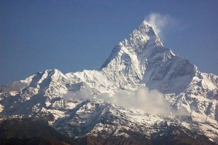 Photo pour Machapuchare - sommet de la montagne majestueuse dans l'himalaya, près de pokhara, Népal. - image libre de droit