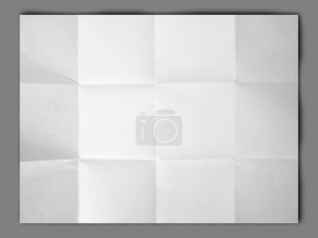 livre blanc plié et ridée sur fond gris