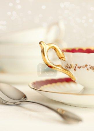 Photo pour Gros plan d'une tasse de thé et de la cuillère - image libre de droit