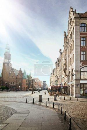 Photo pour Photo d'un ciel bleu au-dessus d'une jolie ville - image libre de droit