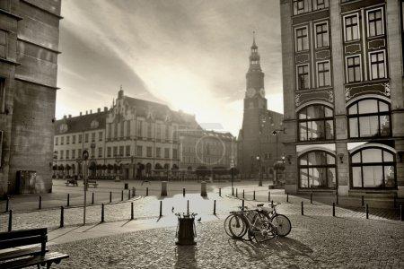 Photo pour Photo noir et blanc d'une belle ville - image libre de droit